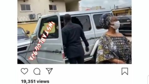 Aliko Dangote drives himself down to pay condolence visit to Pastor Ituah Ighodalo on the loss of his wife, Ibidun. 📹: Ovation