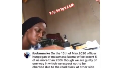 """Man captures LASTMA officials counting the money """"extorted"""" from him in Lagos"""
