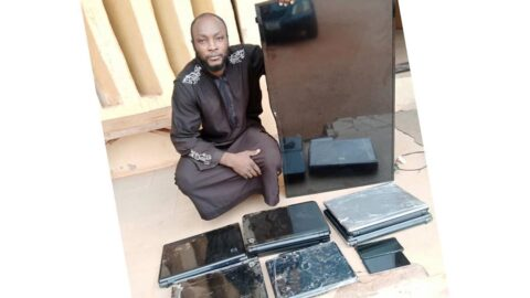 Notorious robber goes into a widow's kitchen to cook, eat and attempt to rape her in her kids' presence